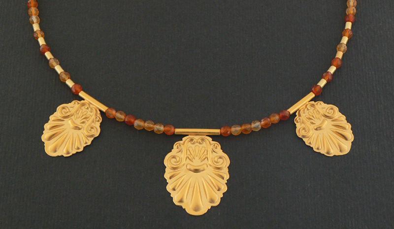 Collana con elementi etruschi collezione design for Riproduzioni design