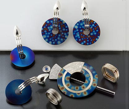 Titanium jewels: rings, earrings and brooches
